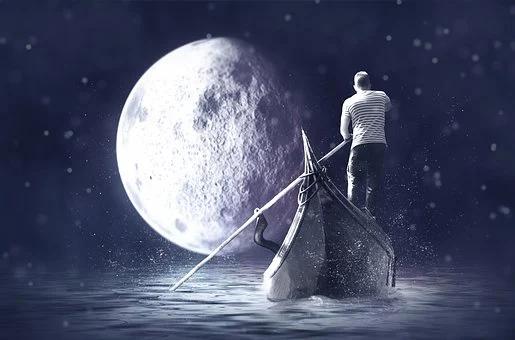 Las Lunas y sus elementos III